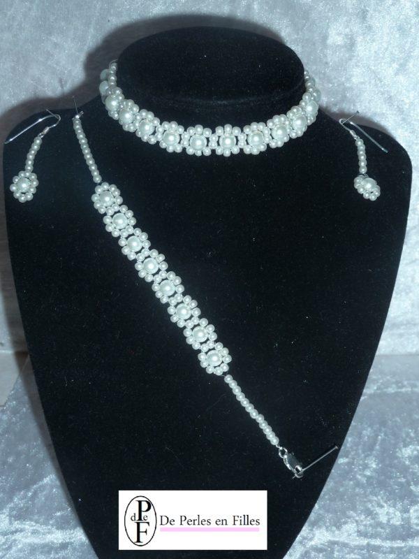 parure petites perles forme fleurs