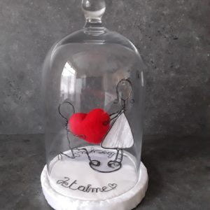 Couple saint Valentin sous cloche